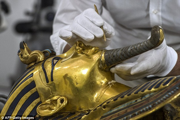 The-mask-of-Tutankhamun-Restored_1.jpg